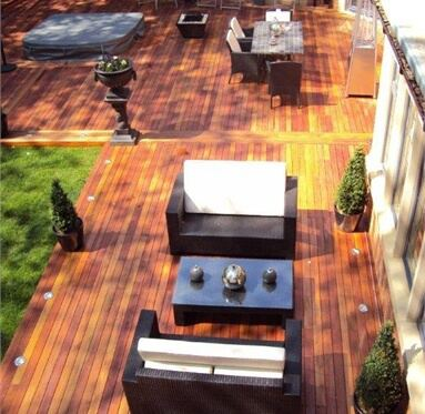 eagle view of hardwood decking being used out the back of a restaurant to provide a pleasant, smart environment.